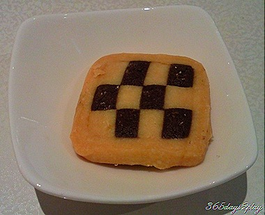Checkered cookie to accompany the latte