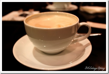 Canele cafe latte