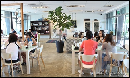 Egg3 Cafe - Dining Area