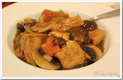 Stewed beancurd with mushrooms